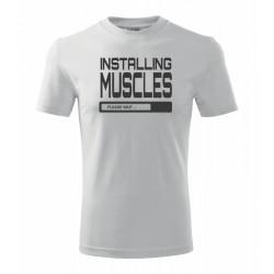 Installing muscles - Pánske tričko s potlačou vhodne ako darček pre mylovníka posilňovne